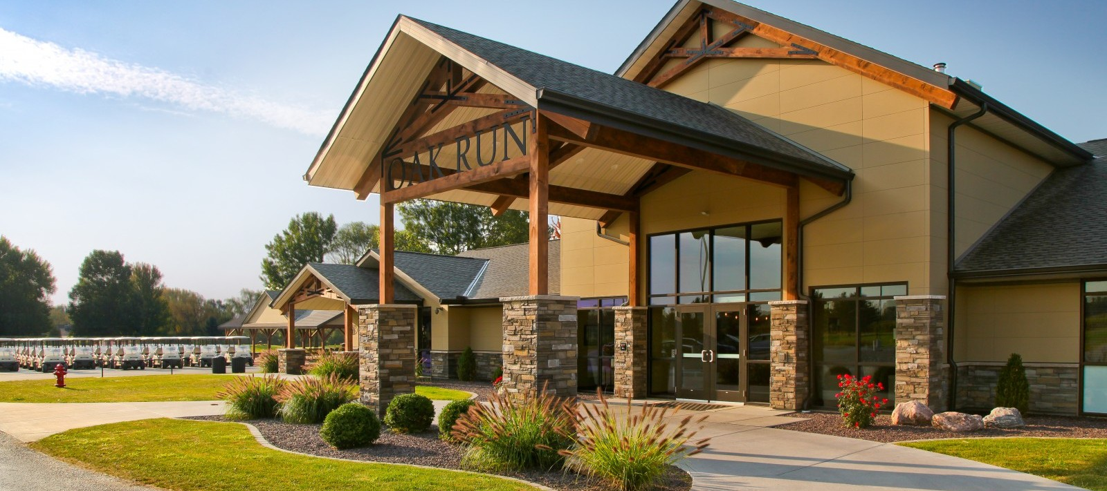 Oak Run Golf Course clubhouse entrance three-quarter view